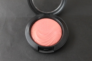 MAC Autoerotique Blush. Photo by www.somethingtoconsiderblog.com